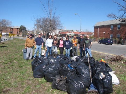 Astoria Green Gardeners  clean up event